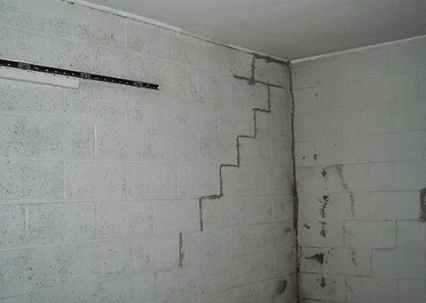 vertical movement foundation cracks